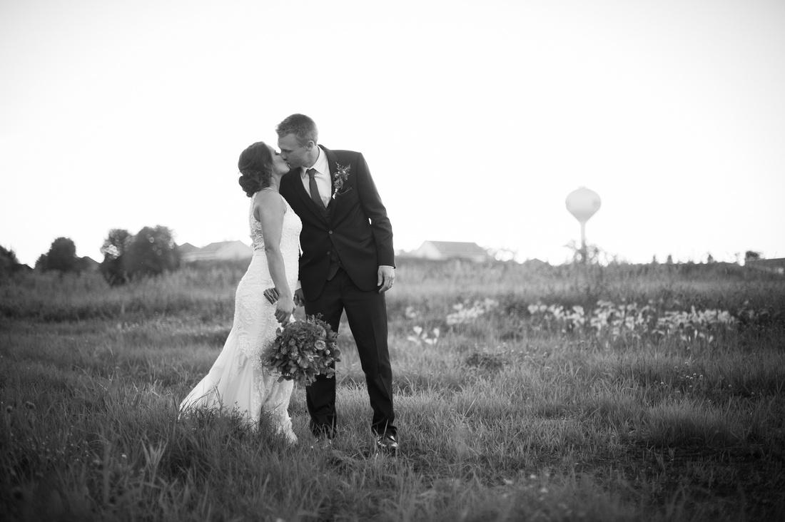 WaconiaMN_WeddingPhotographer_124