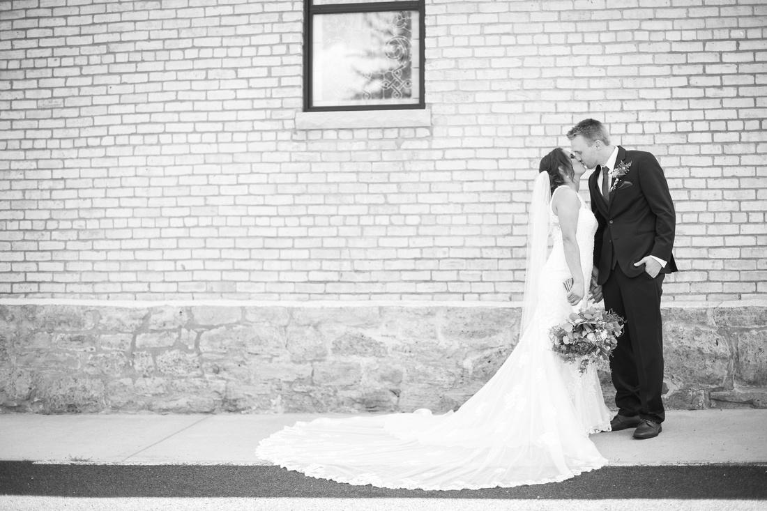 WaconiaMN_WeddingPhotographer_58